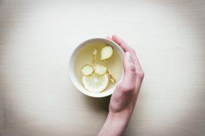 Ingefära och citron i varmt vatten