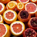 citrusfrukter och granatäpplen i närbild