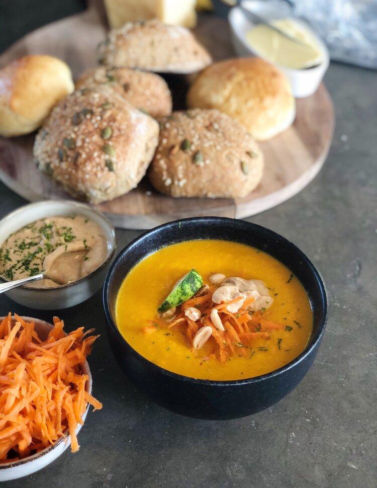carrot soup morotssoppa med jordnötspesto